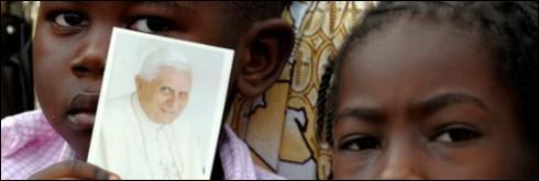 Des propos du pape Benoît XVI tenus lors de son voyage en Afrique ont divisé les catholiques. Lesquels?