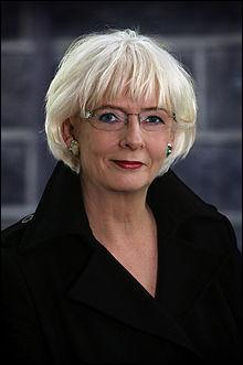 Johanna Sigurdardottir a été le premier chef de gouvernement à s'être déclarée homosexuelle. Elle a épousé sa compagne en 2002. De quel pays a-t-elle été Premier ministre ?