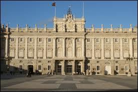 Construit en 1755, vous pouvez voir sur la photo le palais de :