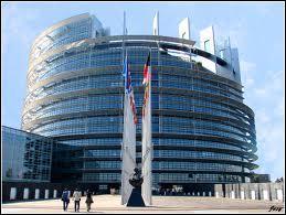 Sur la photo, on peut voir le Parlement européen. Il se situe :
