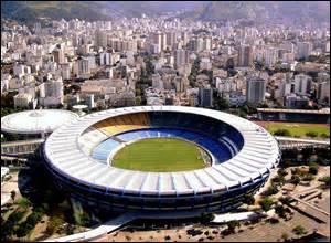 Reconnaissez-vous ce stade de football ? Il se situe :