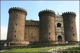 Je servais pour défoncer la porte d'un château ennemi au Moyen Âge. Je suis le ........