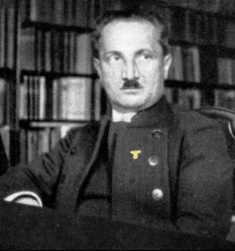 D'une influence indéniable en France, cet « important philosophe » est enseigné au lycée. Ses thuriféraires minimisent ses idéaux politiques. De qui parlons-nous ?