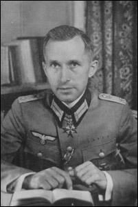 Francophile, c'est l'un des écrivains allemands le plus traduit en français : il est publié dans la Pléiade. Réécrits après guerre, ces romans sont publiés par les éditeurs néo-fascistes d'aujourd'hui. Qui est-il ?