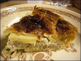 Dans la famille des tourtes, je demande celle confectionnée à partir de pommes de terre, d'oignons, de persil et de crème fraîche.