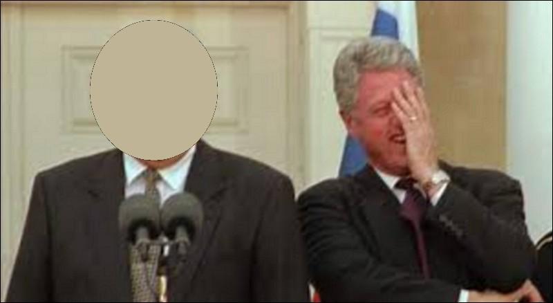 Qui est en compagnie de Bill Clinton ?