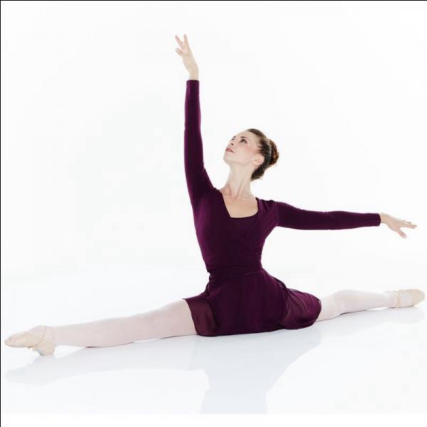 Comment appelle-t-on le pas de danse où on ouvre les jambes en grand ?
