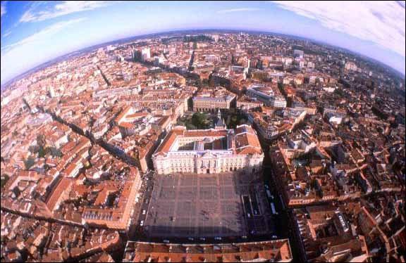 À quelle couleur est associée la ville de Toulouse ?