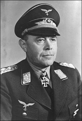 Ce maréchal allemand commanda les forces aériennes de la Luftwaffe lors des campagnes de Pologne, de France et de Russie, avant d'être nommé commandant en chef des forces allemandes en Méditerranée. Qui est-il ?