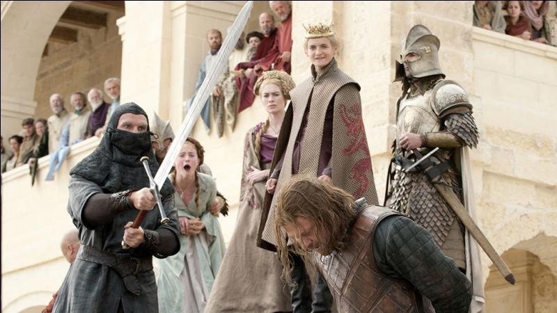 Qui est présent lors de l'exécution d'Eddard Stark ?