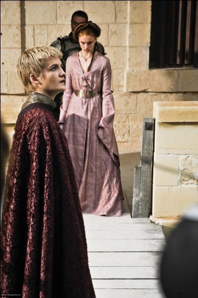 Joffrey force Sansa à regarder ...