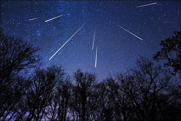 Quel objet, repassant près de la Terre tous les 133 ans environ, est à l'origine de la pluie de météorites  les perséides  ?