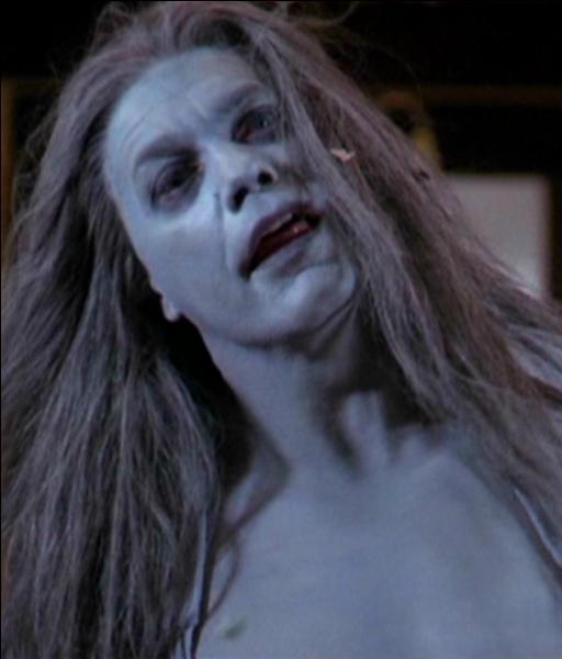 """Dans l'épisode """"Adieux"""", quel démon réussit à tuer Prue ?"""