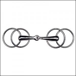 Ce mors est composé d'un mors deux anneaux qui vient s'insérer dans deux autres anneaux auxquels sont fixés les montants du filet. Ce mors est plutôt décontractant car il bouge librement dans la bouche. C'est...