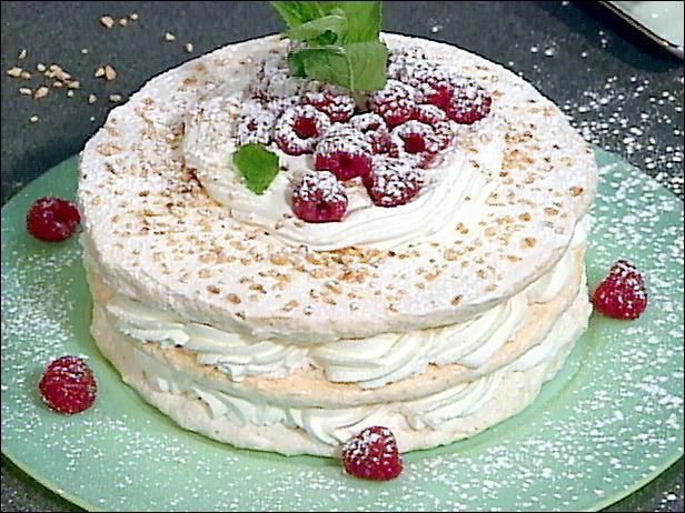 Quel est ce dessert qui nécessite que vous montiez les blancs d'oeufs en neige très ferme ?