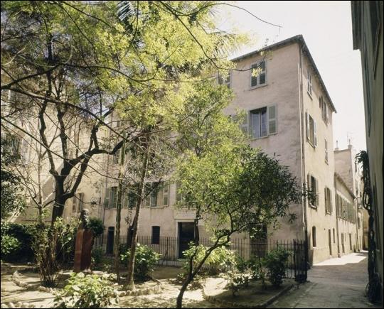 Dans la Maison Bonaparte, à Ajaccio, un musée évoque le souvenir de l'empereur et de sa famille.
