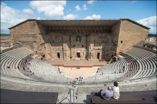 Le théâtre antique d'Orange, édifié sous l'empereur Auguste, au premier siècle de notre ère est l'un des théâtres romains les mieux conservés au monde.