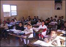 L'école est obligatoire au Maroc pour les enfants de moins de quinze ans :