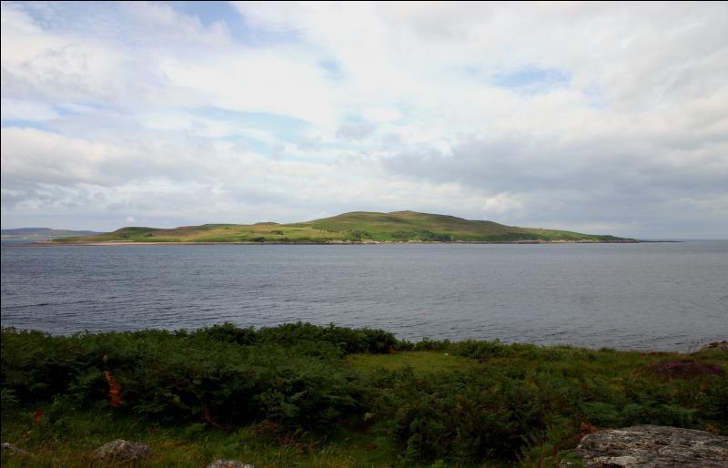 Dans quel pays se situe l'île Gruinard sur laquelle les anglais ont réalisé des essais de bombes bactériologiques en 1946 ?