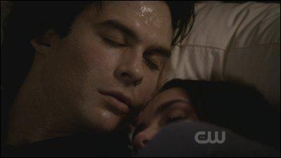 Pendant la saison 2, épisode 22-21, qu'arrive-t-il à Damon ?