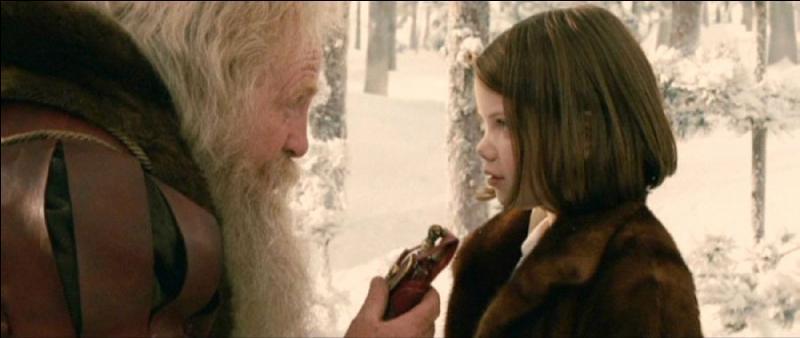 Qu'est-ce que le Père Noël offre à Lucy ?
