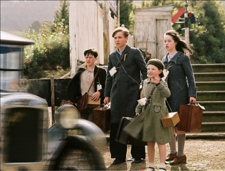 A leur arrivée à la gare, que dit Edmund ?