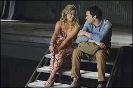 Que révèle Alison aux filles à propos d'Ezra ?