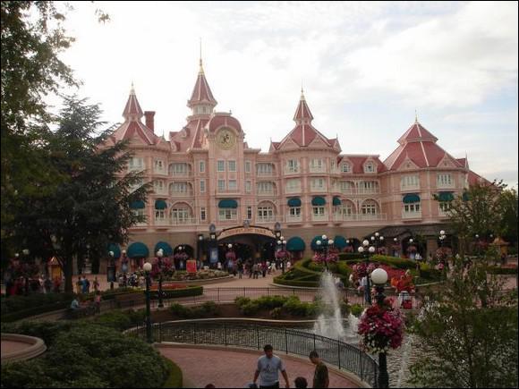 Combien d'hôtels Disneyland Paris possède t-il ?