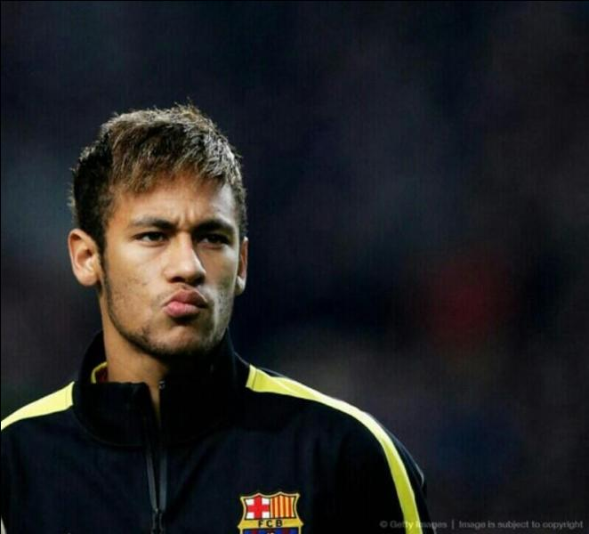 Quand Neymar a-t-il commencé sa carrière professionnelle ?