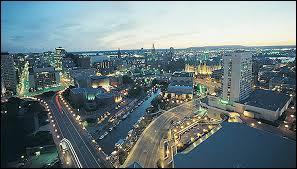 La capitale du Canada n'est que la quatrième ville de son pays. Quel est son nom ?