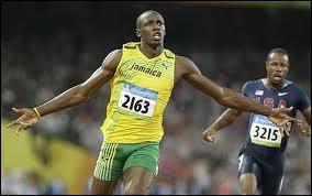 Le record du monde du 100 mètres est inférieur à 9, 50 secondes.