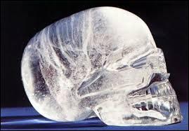 Selon la légende, il existerait treize crânes de cristal.