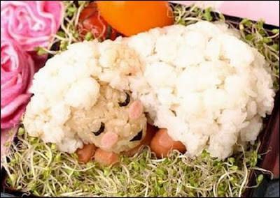 N'est-ce pas adorable de faire ainsi manger aux enfants la fourrure du mouton qui est en fait... ?