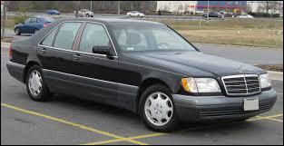 Cette grande Mercedes est une ...