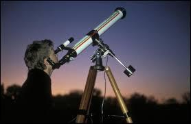 Quels scientifiques regardent le ciel la nuit ?