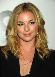 """Quel est le nom de cette actrice devenue très célèbre grâce à son rôle dans la série tout aussi célèbre """"Revenge"""" ?"""
