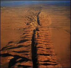 Quel est le nom de cette immense faille géologique ?