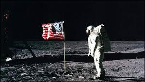 Douze personnes sont allées sur la Lune.