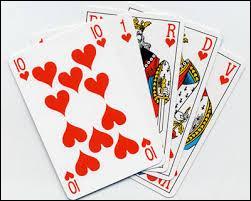 On joue au poker avec trois jeux de cartes.