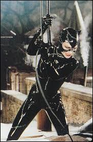 Dans quel film Catwoman apparaît-elle comme la méchante face à un autre célèbre super-héros ?
