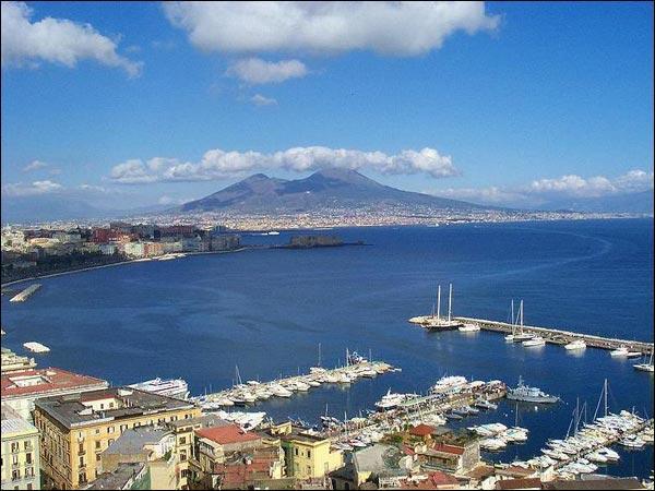 Naples est la capitale de la Campanie.