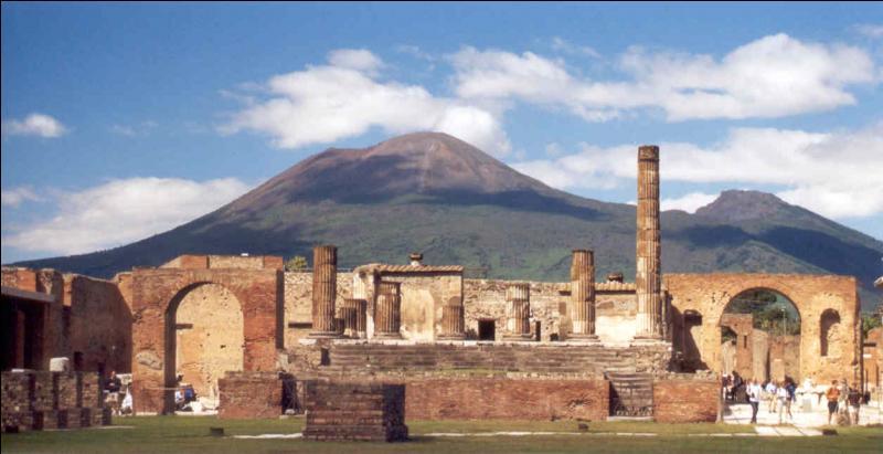 Pompéi a été détruite par une éruption de l'Etna en 79 ap. J.-C.