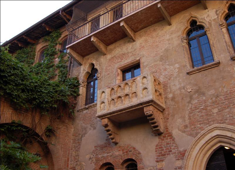 Vérone, la ville de Roméo et Juliette, est en Vénétie.