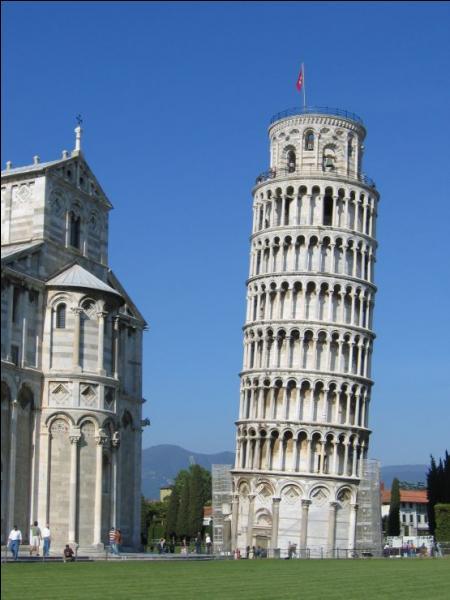 La tour de Pise est haute de 108 mètres.