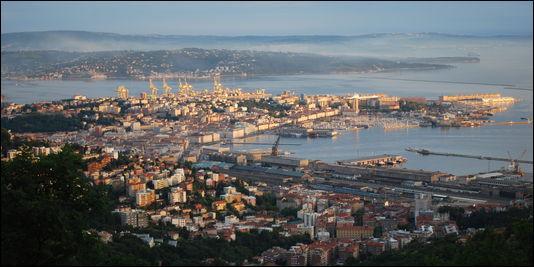Trieste est une ville située à la frontière slovène.