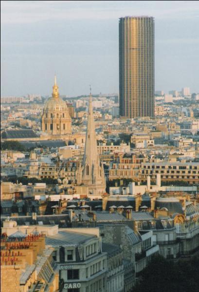 A Paris, la tour Eiffel est plus haute que la tour Montparnasse.