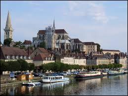 Auxerre est la préfecture de la Nièvre.