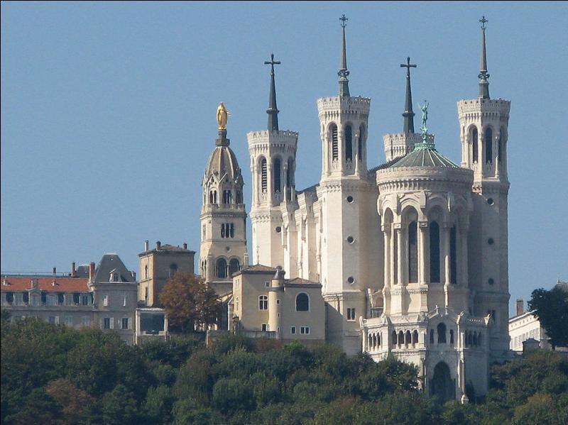 """La basilique Notre-Dame de Fourvière est surnommée """"la Bonne Mère""""."""
