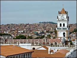 Quelle est la capitale constitutionnelle de la Bolivie ?