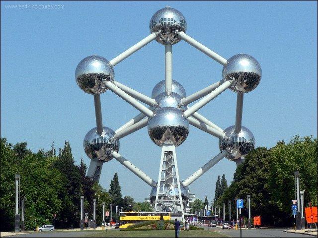 A Bruxelles, l'Atomium a été construit à l'occasion de l'Exposition universelle de 1935.